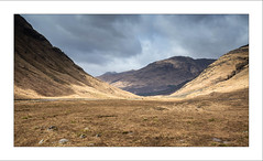 Resonate X (Frank Hoogeboom) Tags: glencoe schotland uk scotland scottish highlands glenetive glen etive landscape vista wide panoramic panorama color sun sunshine sunbeam scenic pictures picturesque hills mountains depth valley photography travel fineart grass heather