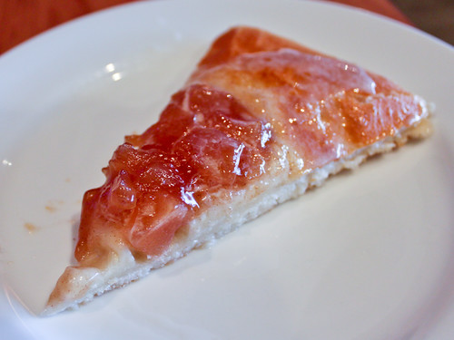 Apple pie... uh, pizza (Pizza Hut)