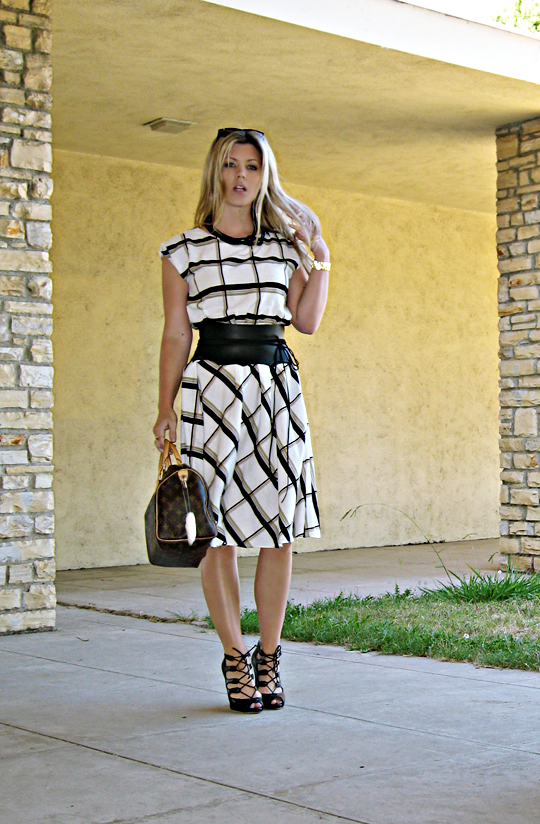 vintage day dress+lady dress+louis vuitton bag+wide leather obi wrap belt+lace up shoes