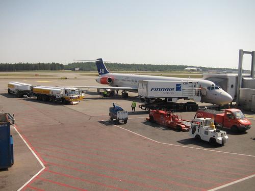 fueling scandinavians airlines SK717
