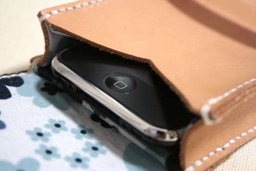 使い込むほどに味が出る、ヌメ革のiPhone 3Gケース (型紙あり)(その3)