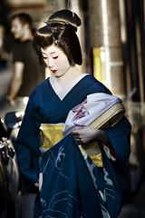 Geiko Yasuha (alfonstr) Tags: portrait girl japan canon kyoto chica retrato explore geiko geisha 7d gion kioto 70200 f4 2010 retrat globetrotter alfons japn yasuha geikosan abigfave alfonstr miyagawach