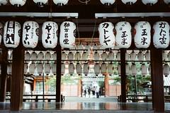 喧囂的靜處 (我的小風景) Tags: leica film kyoto 京都 日本 祇園 m3 八阪神社 小旅行 luckysuper200