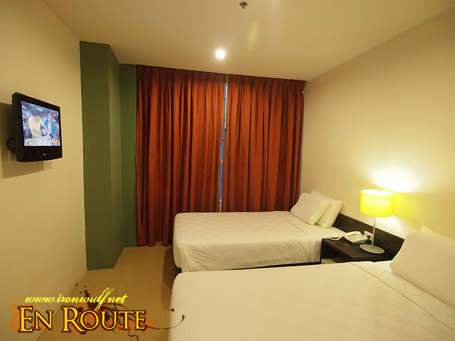 The Twin Room at GoHotels Pioneer