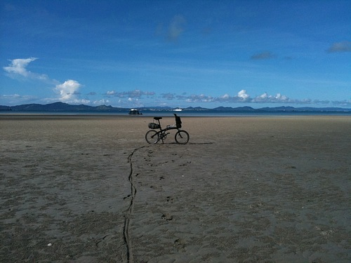 干潮の海をサイクリングしたかったが…