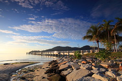 Penang, island paradise (ChR!s H@rR!0t) Tags: bridge sea sun sunrise jetty penang