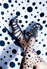 [フリー画像] 人物, ボディーパーツ, ファッション用品, 足, サンダル・パンプス, 201009190900