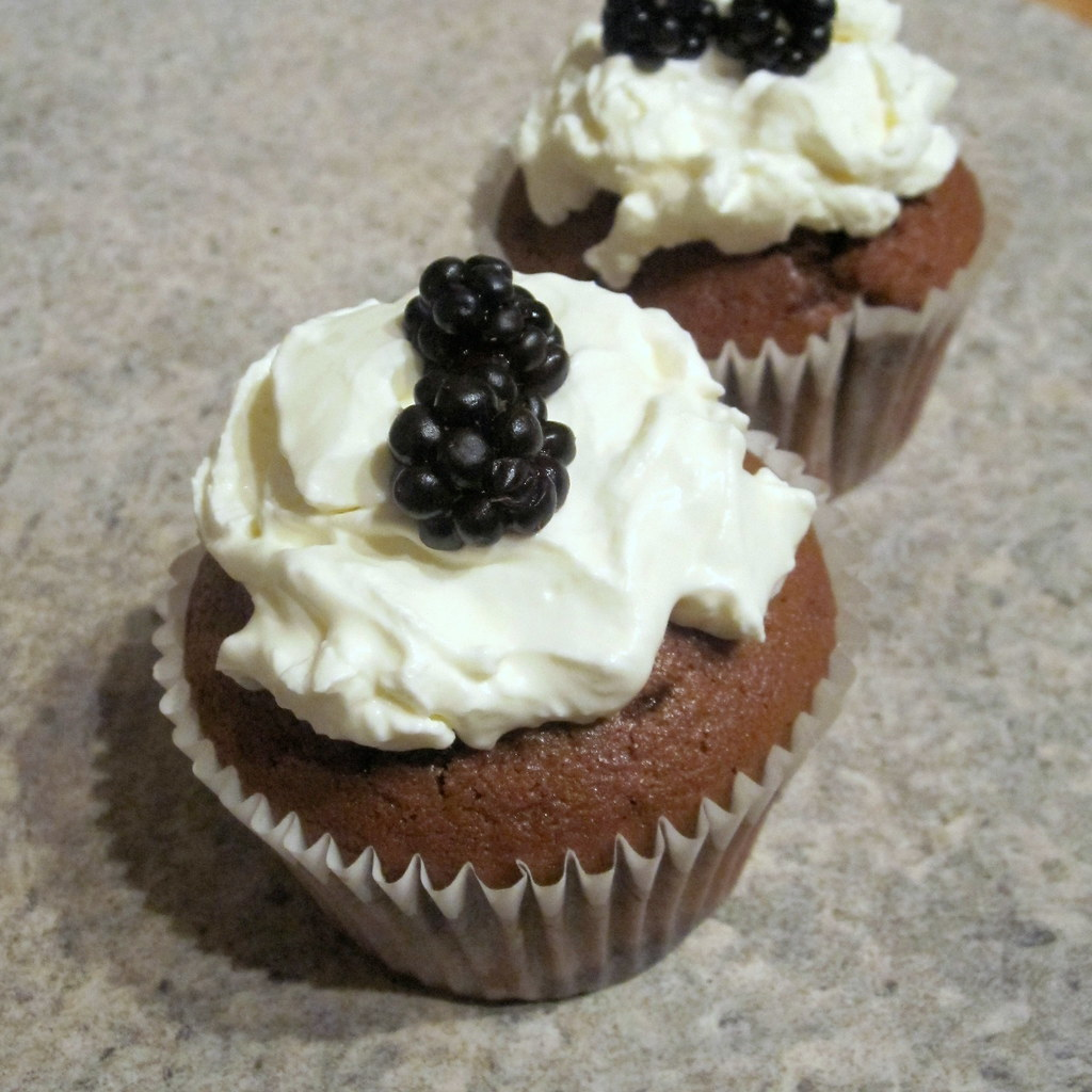 Lazy Giraffe: Ginger Molasses Cupcakes - Happy National Cupcake Week!