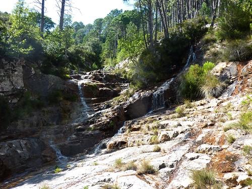 Entre la confluence Calva et le Castellucciu : approche du Castellucciu avec une série de dalles-cascades