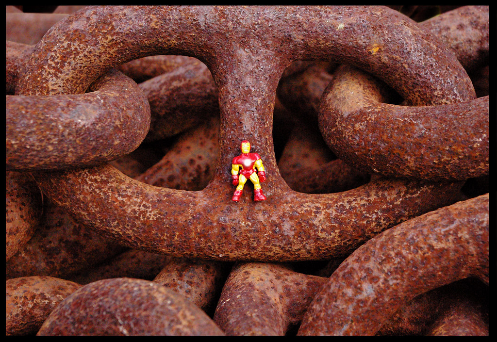 THE INCREDIBLE LINKING IRON MAN - CHAIN GANG