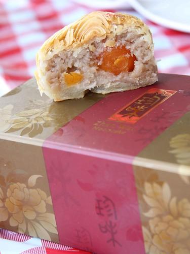 Teochew Crispy Mooncakes with Yam Double Yolk From Zhen Wei