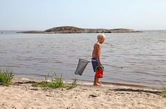 Nttar (Anders Sellin) Tags: ocean sea summer vacation beach strand swimming children sand child sweden stockholm baltic semester archipelago sommar skrgrd simma nttar skarsand klara30getty40