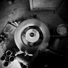 (O) (ayashok photography) Tags: bw india wheel asian blackwhite nikon asia indian dude desi pottery bharat bharath desh barat barath nikonstunninggallery ayashok nikond300 tokina1116mm aya9689