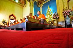 R e d (BB (O.ö)) Tags: thailand bangkok ceremony funeral monks bb oö watbenchamabophit