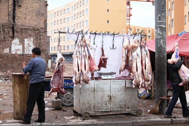 カシュガル旧市街、路上の羊肉店