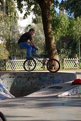 DSC_8469 (Cha gi Jos) Tags: france bike bicycle playground sport kids fly jump sunday scooter skateboard roller bicyclette lorraine sonntag fahrrad dimanche metz moselle fliegen amphithtre voler kickscooter rcration trottinette gareroutire tretroller
