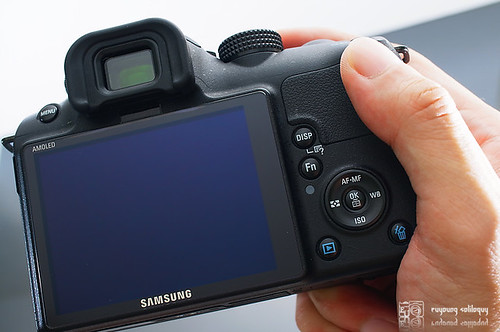 Samsung_NX10_exterior_12