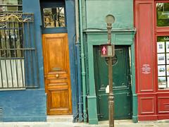 Fachadas inclinadas / Inclined facades (ELuisCabrera) Tags: blue red paris verde green azul facade francia fachada roja torcida inclined inclidada