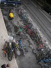 Estacionamento para bicicletas frente à Barraca