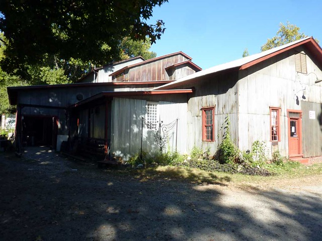 P1040646-2010-10-17-Helen-Durant-and-Corrina-Sephora-Mensoff-Goat-Farm-Rooflines