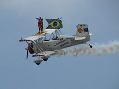 Wingwalking (Victor_Brasil) Tags: brazil brasil riodejaneiro canon airplane flickr action ao avio wingwalking canonsx20is