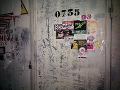 Combo en un convertidor de luz (REKONE (AKA REK607) *ISCE*) Tags: streetart stickerart pegatinas combo