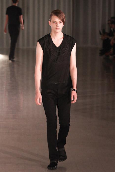 SS11_Tokyo_MOLFIC002_Daniel Hicks(Fashionsnap)
