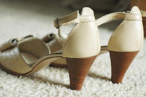 Vintage tan strappy heels