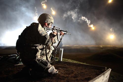 [フリー画像] 社会・環境, 戦争・軍隊, 兵士, 銃, アメリカ陸軍, 201010272300