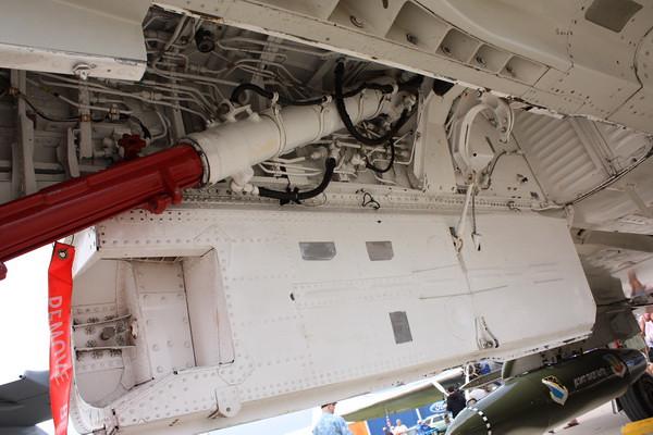 EAA10_F-4E_06