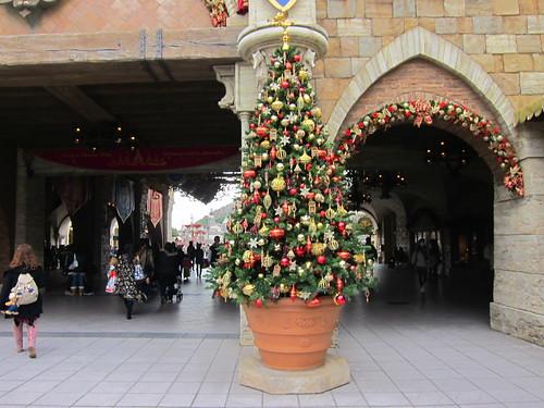 メインエントランスのクリスマスツリー