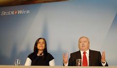 D200_20101112_120817_DxO (martin juen) Tags: vienna wien austria sterreich pk grne gruene pressekonferenz rotgrn regierungsprogramm koalition sp spoe at hupl arbeitspapier steinsaal michaelhupl mariavassilakou martinjuen 12112010 12november2010 koalitionsbereinkommen regierungsabkommen