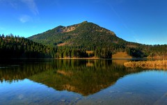 Spitzingsee mit Brecherspitze (Claude@Munich) Tags: mountain lake reflection berg germany bayern bavaria oberbayern upperbavaria alpen spiegelung hdr spitzing spitzingsee voralpen claudemunich brecherspitze mangfallgebirge brecherspitz bavarianprealps lakespitzing bayerischevoralen