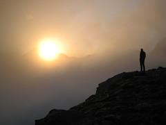 Pirineus (inami_13) Tags: naturaleza sun mountain sol nature backlight sunrise contraluz landscape dawn lights luces alba shapes natura paisaje amanecer aurora montaña siluetas muntanya pirineos ordesa pirineus llums paisatge contrallum pyrinees siluetes