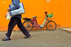 1456 miles since (lille abe) Tags: china orange man green bike wall bag walking nikon chengdu 28 micha doufu nikkor1755mm chengdoo pachniewski