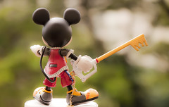 The King appears (kristian.eric) Tags: hearts toy mouse gold key play arts kingdom disney mickey squareenix keyblade squaresoft kingdomkey