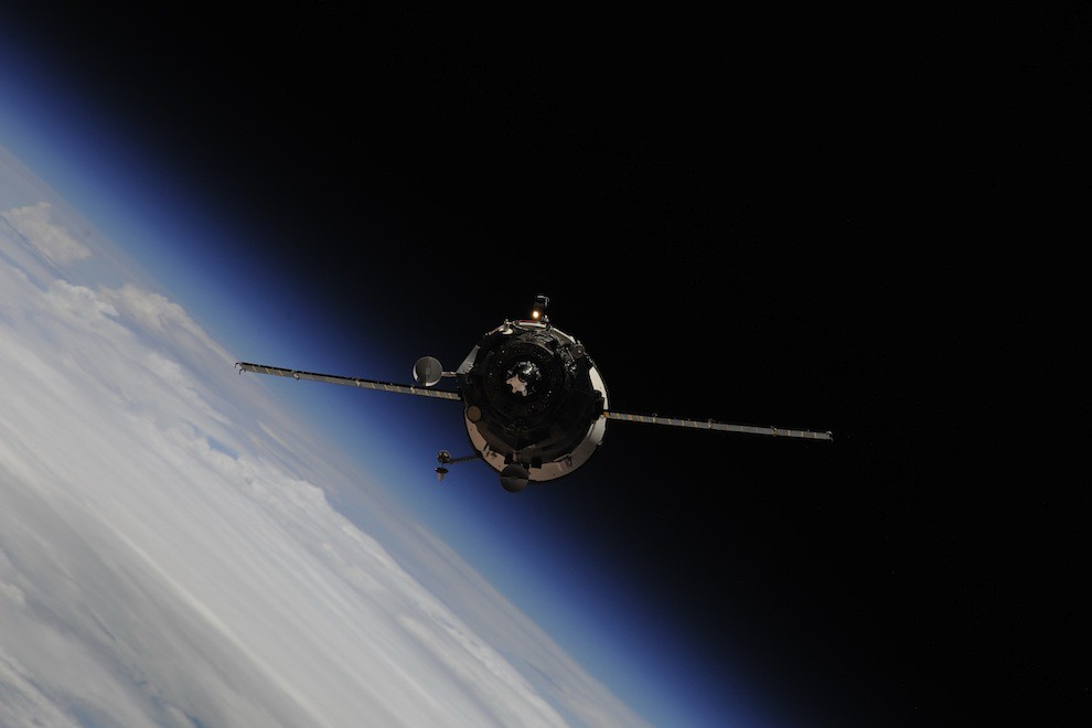 Incredible Photos from Space: Progress 39P unmanned resupply spaceship on final approach for docking with the ISS