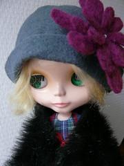 Retro hat, oversized felt flower