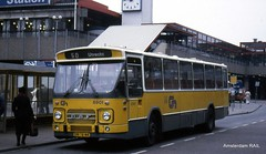 Utrecht Central Station back in the Eighties (Amsterdam RAIL) Tags: bus cn coach utrecht autobus daf autocar 6901 denoudsten mb200 streekbus lijn50 centraalnederland streekstandaard dn7644