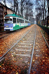 Un tranvía llamado Otoño / A streetcar named Autumn (kinojam) Tags: autumn fall canon kino tram krakow otoño hdr cracovia tranvia vias mywinners canon450d dinamichdr fzfave mygearandme kinojam misionfez101101 retofez110315