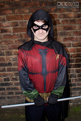 IMG_1941.jpg (Neil Keogh Photography) Tags: batman cape dc gold toppants tv jumpsuit red female utilitybelt male staff armour film mask manchestersummerminicon videogames cosplay black green cosplayer comics dccomics robin