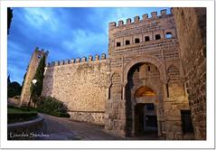 Puerta Antigua de Bisagra o de Alfonso VI- Toledo (Lourdes S.C.) Tags: puertas murallas puertademuralla puertaárabe monumentos toledo españa