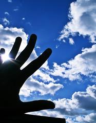 (lukronus) Tags: blue sky azul hand céu nuvens mão lukronus gej1250