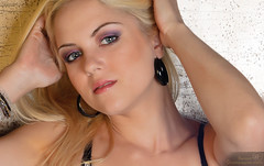 Bianca Pételle (benoitchampagnephoto) Tags: ca canada montréal québec physique cheveuxblonds cheveuxlongs yeuxbleux montržal qužbec yeuxclairs grandsyeuxronds