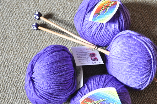 yarn and needles3472