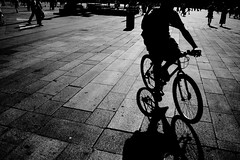 . (Nicol Panzeri) Tags: street shadow blackandwhite bw man milan bike milano ombra streetphotography uomo bici biancoenero piazzaduomo canon450d scattidistrada mygearandmepremium mygearandmebronze mygearandmesilver nicopino