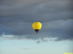(Little Grey) Tags: morning sky yellow festival jaune ciel gatineau hotairballoon hotairballoons ballooning matin awesomeshot mongolfiere loveforlife mongolfieres shieldofexcellence mykindofpicturegallery flickrovertheshot shootingstarsawards waterstaraward