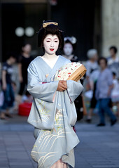 passing summer #20 (Onihide) Tags: summer japan kyoto geiko passing miyagawacho kimika
