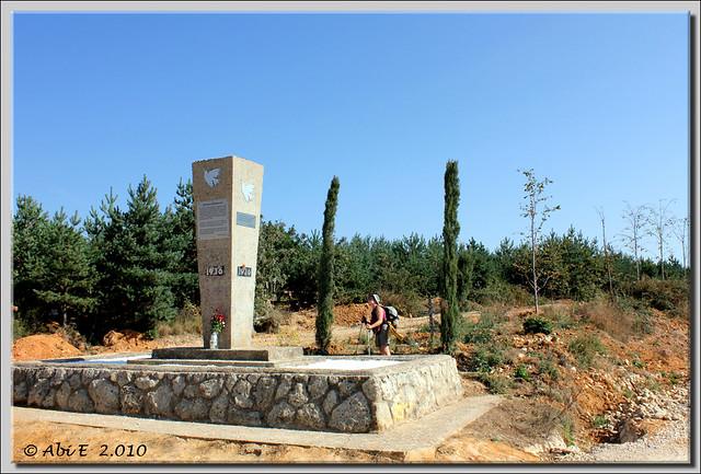 Monolito recordatorio de los fusilados en La Pedraja