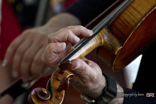 playing_violine
